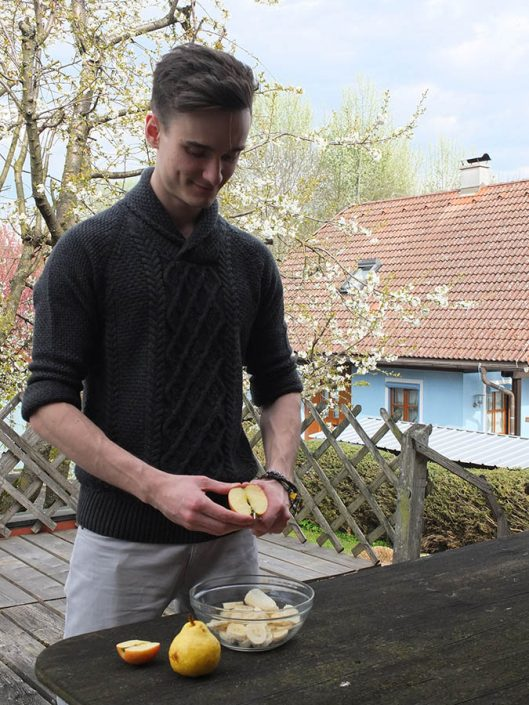 Severin Bauer cooks a healthy muesli