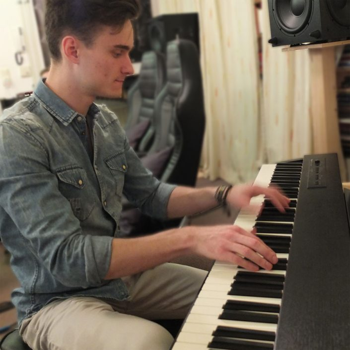 Severin Bauer plays a beautiful piece on the piano